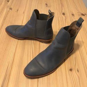 Everlane Chelsea boot in gray blue
